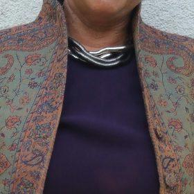 100% Wolljacke mit Kelchkragen Terracotta Grün Detail